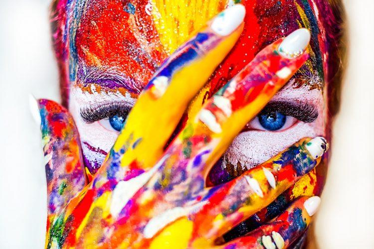 VIDEÓ: Hódít a fluid painting! De mi is az?